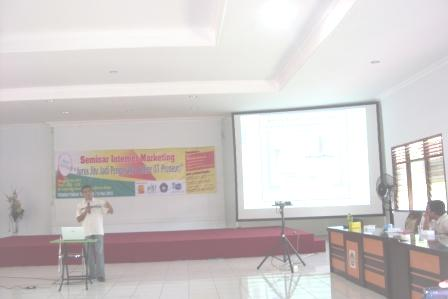 Pak Ahmad Isnaini dalam Seminar Internet Marketing